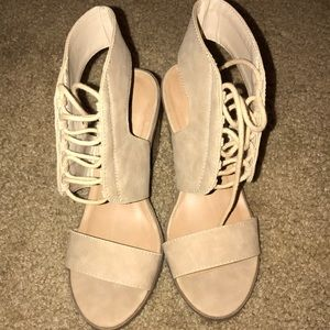 Shoes - Brand new super cute front tie heels!